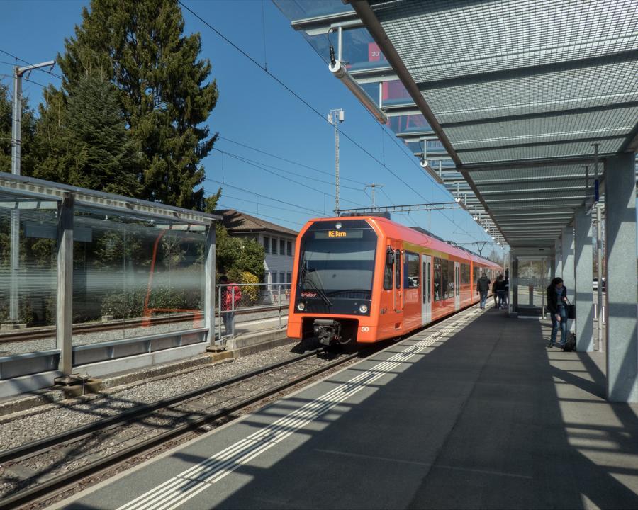 WL_076_04_01_Baetterkinden_Bahnhof_RBS_M.jpg