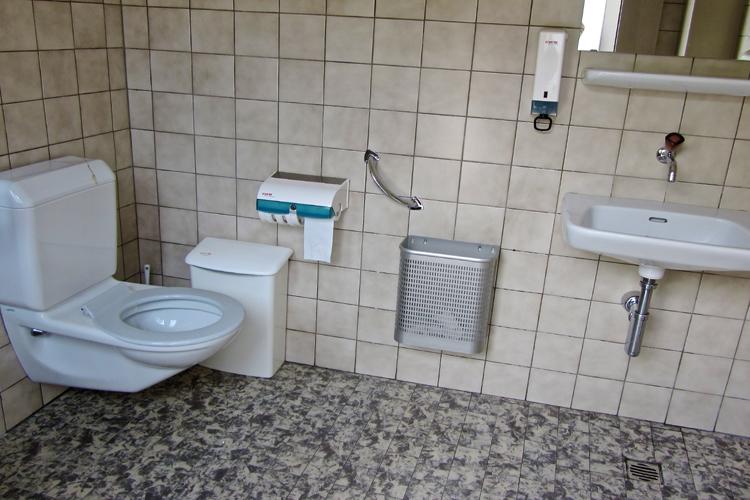 WC Bahnhof Saanen